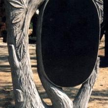Памятники в форме деревьев