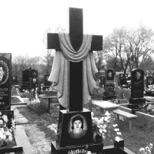 Одинарные памятники с крестом