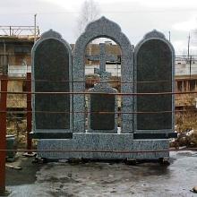 Двойной памятник с крестом из гранита, гранитный памятник для двоих с крестом